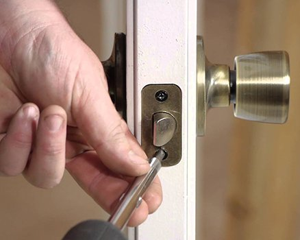 Neighborhood Locksmith Store Denver, CO 303-729-2452